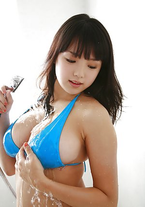 Asian Butts in Shower Pics