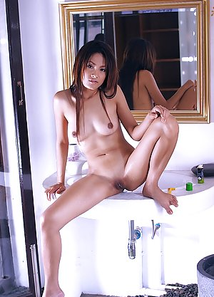Asian Butts in Bath Pics