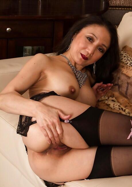 Asian MILF Ass Pics